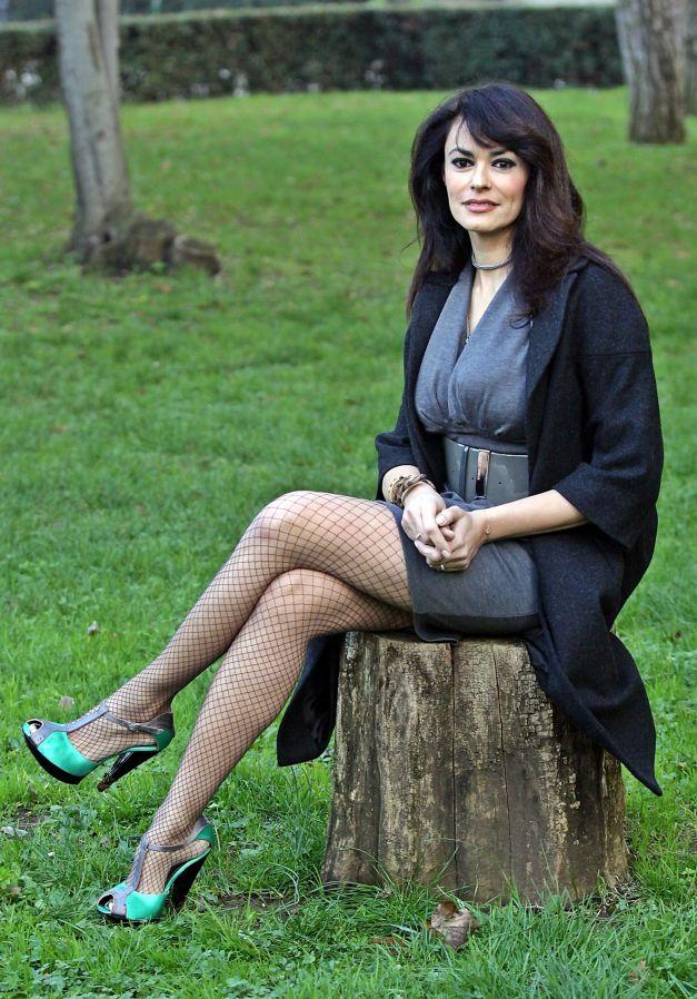 Maria Grazia Cucinotta in pantyhose